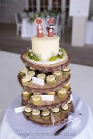 Buttercream ridge with cupcakes