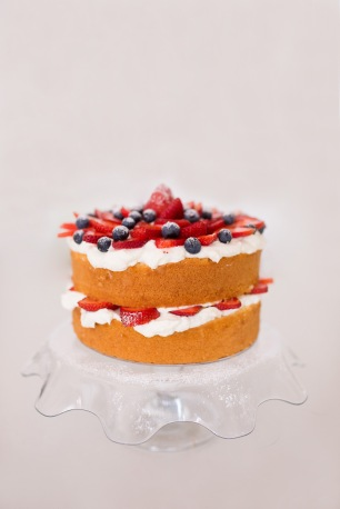 Naked sponge with fresh berries and cream