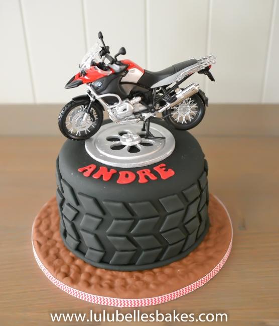 Motorbike and wheel cake